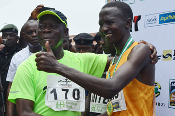 Alex Oloitiptip celebrates his victory at the Okpekpe 10km Road Race (Organisers)
