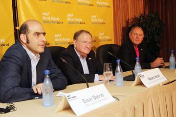 IAAF General Secretary Essar Gabriel, IAAF Senior Vice President Bob Hersh and IAAF Council Member Alberto Juantorena Danger at a press conference for the IAAF World Relays (IAAF / LOC)