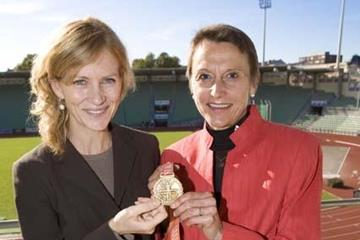 Mary Wittenberg and Grete Waitz in Oslo's Bislett stadium (NYRR)