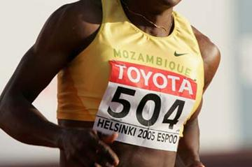 Maria Mutola of Mozambique in action in the women's 800m semi-final (Getty Images)