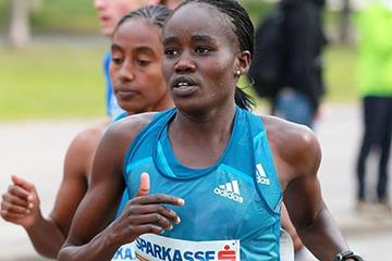 Caroline Chepkwony at the Vienna City Marathon (PhotoRun)