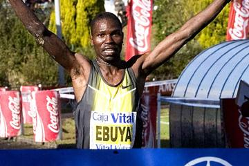 Joseph Ebuya taking a comfortable victory in Llodio (José Montes)