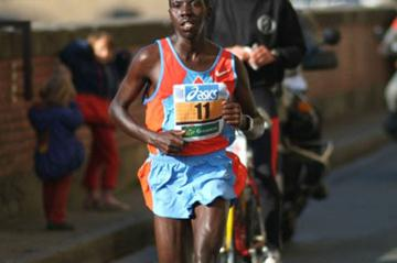 James Kutto en route to his 2:08:41 course record in Florence (Lorenzo Sampaolo)