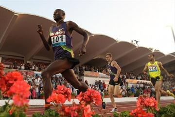 Bernard Lagat en route to a comfortable 1500m win in Tangiers (Tangiers organisers)