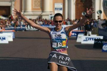 Aniko Kalovics wins her marathon debut in Carpi (Lorenzo Sampaolo)