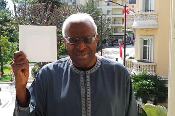 IAAF President Lamine Diack holds up a white card for peace (IAAF)