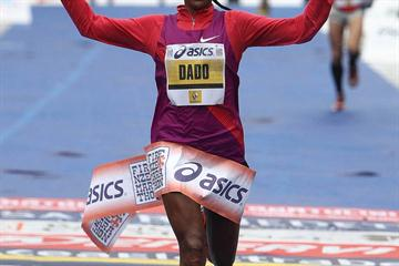 Battling dismal conditions, Firehiwot Dado clocks 2:28:58 to win in Florence (Giancarlo Colombo)