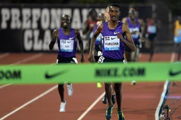 Yomif Kejelcha winning at the 2015 IAAF Diamond League meeting in Eugene (Kirby Lee)