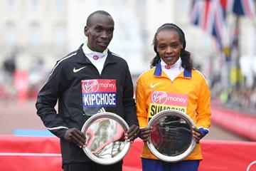 Eliud Kipchoge and Jemima Sumgong after winning at the 2016 London Marathon (Getty Images / AFP)