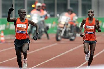 Right: Bernard Barmasai (KEN) is outsprinted by Solomon Busendich in Amsterdam (AFP / Getty Images)