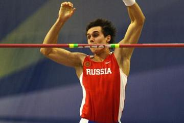 Gold medallist Yevgeniy Lukyanenko in action in the men's pole vault (Getty Images)