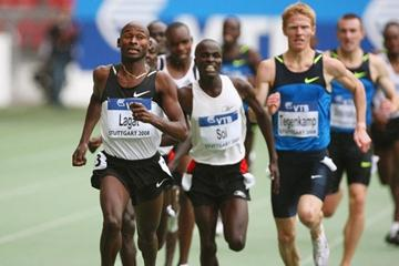 Bernard Lagat wins a slow, tactical 3000m in Stuttgart (Getty Images)