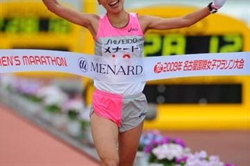 Yoshiko Fujinaga wins 2009 Nagoya marathon (Kazutaka Eguchi/Agence SHOT)