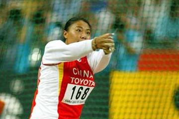 Gu Yuan throwing in Paris 2003 where she was fourth (Getty Images)