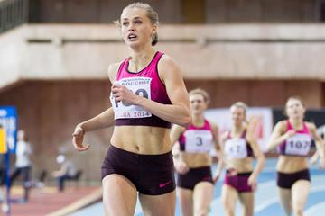 Kseniya Ryzhova on her way to winning the Russian indoor 400m title (Alexander Kiselev / www.sportfoto.ru)
