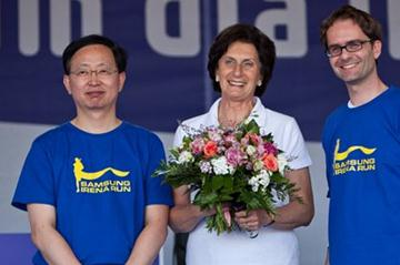 Irena Szewinska at ceremonies starting the 2012 Samsung Irena Run (Organisers)