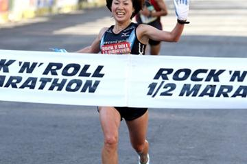 Yuri Kano of Japan winning 2008 Rock 'n' Roll Half Marathon (Victah Sailer)