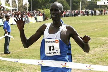 Kiprono Menjo taking the Almond Blossom Cross (Almond Blossom organisers)