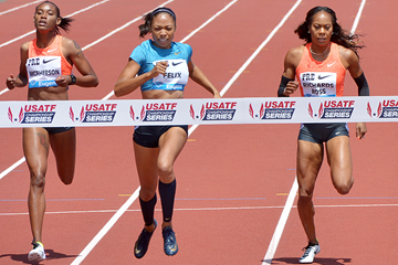 Allyson Felix wins the 400m from Sanya Richards-Ross at the IAAF Diamond League meeting in Eugene (Kirby Lee)