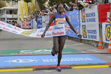 Peris Jepchirchir wins the 2015 Marseille-Cassis 20km (Michel Fisquet)