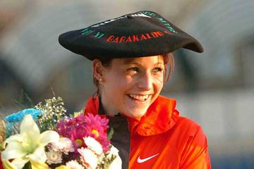 Germany's Sabrina Mockenhaupt celebrates her victory at the 2005 European Cup 10,000m (Hasse Sjögren)