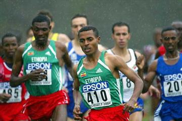 Kenenisa Bekele (410)  leads the field in the men's short race - Gebremariam is to his left (Getty Images)