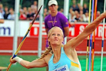 Carolina Klüft throwing the Javelin in Karlstad (Hasse Sjögren)