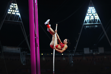 Jennifer Suhr in the pole vault at the London 2012 Olympic Games (Getty Images)