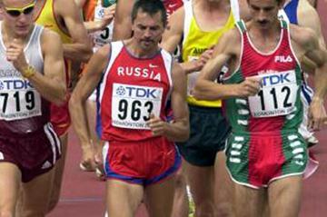 Vladimir Andreyev (963) of Russia leads Edmonton 20km (Getty Images)