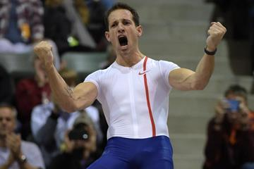 Renaud Lavillenie celebrates his meeting record of 5.92m in Reno (Kirby Lee)