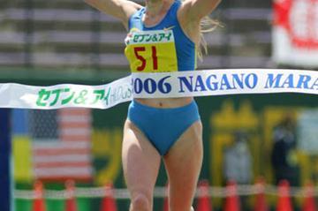 Albina Ivanova (RUS) defends her title at the Nagano Marathon (Kazutaka Eguchi/Agence SHOT)