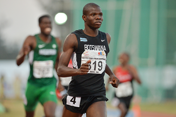 Baboloki Thebe wins the 400m at the African Championships (Roger Sedres)
