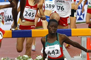 Canada's Genevieve Lalonde hot on the heels of eventual winner Purity Kirui in the Steeplechase (Getty Images)