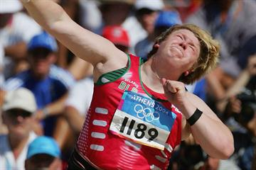 Nadzeya Ostapchuk (BLR) at the 2004 Olympic Games (Getty Images)
