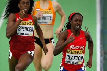 Ashley Spencer chasing Grace Claxton in the 400m heats at the IAAF World Indoor Championships Portland 2016 (Getty Images)