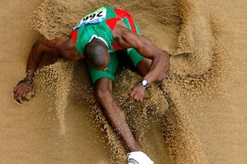 Nelson Evora jumps 17.34m to qualify for the triple jump final (Getty Images)