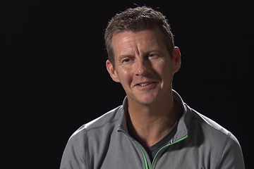 Steve Cram on Legend of Athletics, signature edition (IAAF)