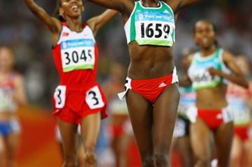 Tirunesh Dibaba crosses the line ahead of Elvan Abeylegesse to replicate the 1-2 from the 10,000m (Getty Images)