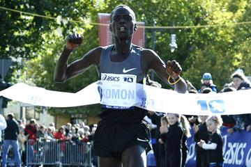 Leonard Komon taking another Berlin 10km victory (BERLIN RUNS / Jürgen Engler)