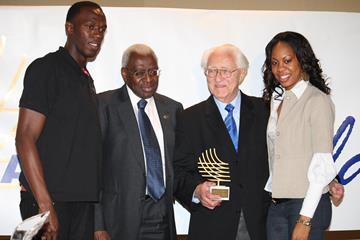 Gustav Schwenk receives the IAAF World Journalist Award from IAAF president Lamine Diack (IAAF)