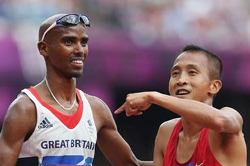 Mo Farah (L) of Great Britain shakes hands with Rene Herrera of Philippines after competing in the Men's 5000m Round 1 Heats on Day 12 of the London 2012 Olympic on 08 August 2102 (Getty Images)