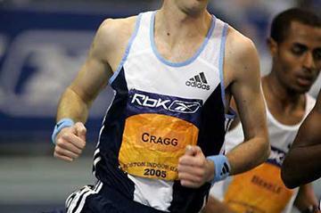 Alistair Cragg of Ireland runs outside Kenenisa Bekele (background, right) in Boston (Victah Sailer)