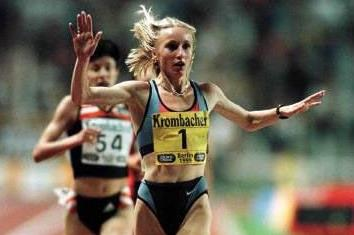 Gabriela Szabo wins the 5000m at the 1999 Berlin Golden League meeting (© Allsport)
