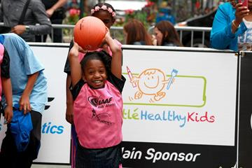 A young thrower at the IAAF / Nestlé Kids' Athletics in New York, June 2014 (Victah Sailer / IAAF)