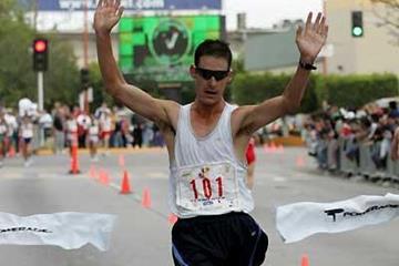 Nathan Deakes of Australia wins the 20km in Tijuana (Conade)