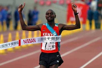 John Kariuki brings the Kenyan men's team home in Chiba (Hasse Sjögren)