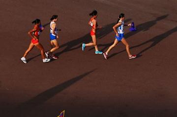 Elena Lashmanova of Russia leads the pack during the Women's 20km Walk on Day 15 of the London 2012 Olympic Games at The Mall on August 11, 2012 (Getty Images)