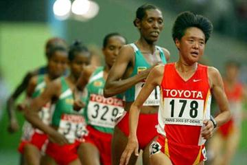 Sun Yingjie leads the 10,000m Final in Paris (Getty Images)