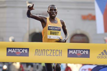 Stanley Biwott winning the 2016 Mattoni Olomouc Half-Marathon (Mattoni Olomouc Half-Marathon organisers)