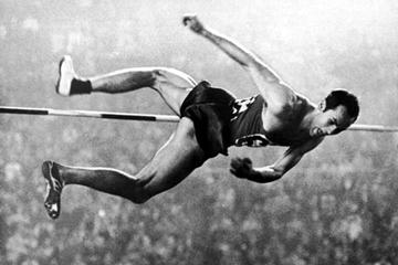 Valeriy Brumel wins the 1964 Olympic high jump title (Getty Images)